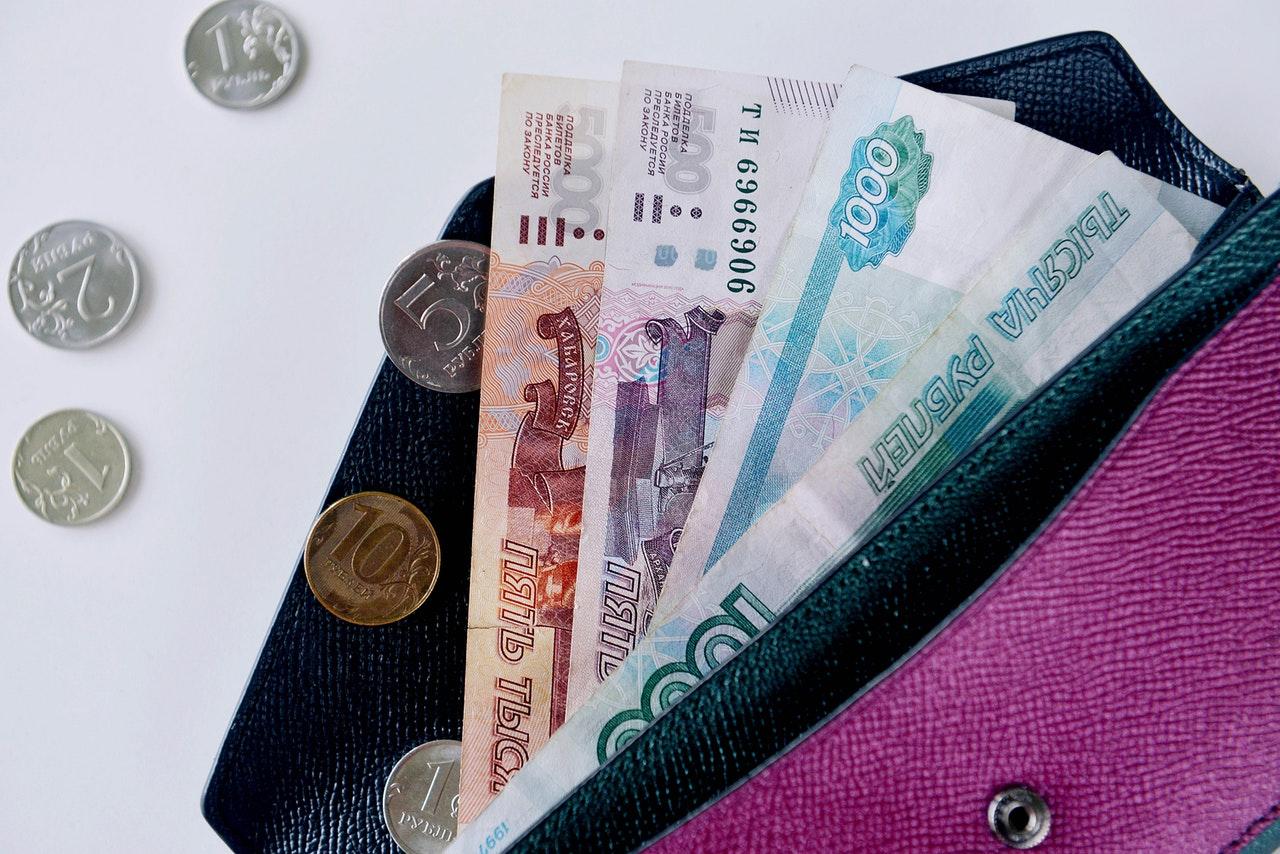 Как уйти с нелюбимой работы - деньги в кошельке - фото